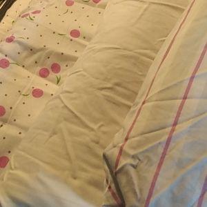 Queen size comforter and sheetvset